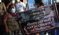 Víctimas de accidentes de tránsito participan en lanzamiento de la Unidad Nacional por las Víctimas de Tránsito de Guatemala. (Foto Prensa Libre: Byron García)