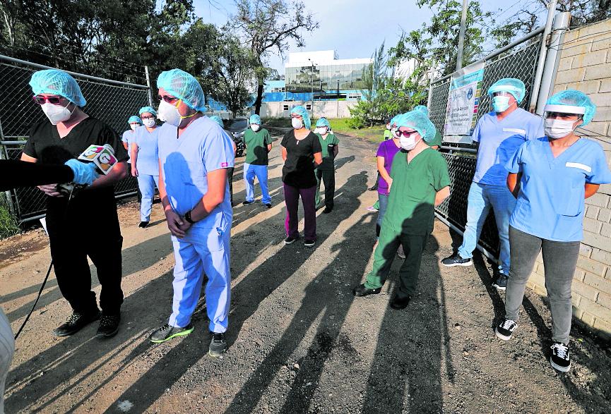Médicos del hospital de Villa Nueva pide al gobierno más médicos y material de protección para ellos ya que son las personas que atienden a pacientes. Foto: Erick Avila