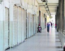 Negocios cerrados en el portal del comercio en la zona 1, debido al toque de queda por lo del Coronavirus. Foto: Érick Ávila