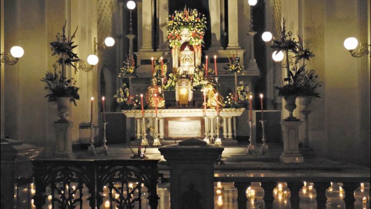 Los fieles católicos adoran a Jesús Sacramentado durante el Jubileo Circular. (Foto Prensa Libre: Hemeroteca PL)