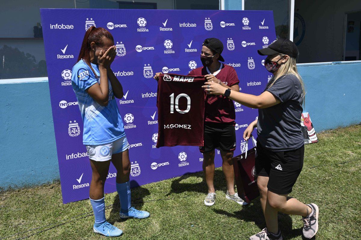 """""""Puedo creer que las cosas suceden"""", dijo primera futbolista transgénero en su debut en Argentina"""