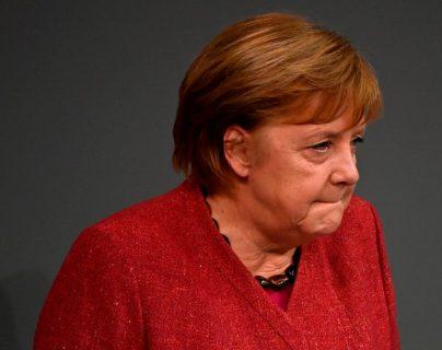 """""""Su discurso más emotivo"""": al borde de las lágrimas, Merkel pide a los alemanes que se queden en casa en Navidad"""