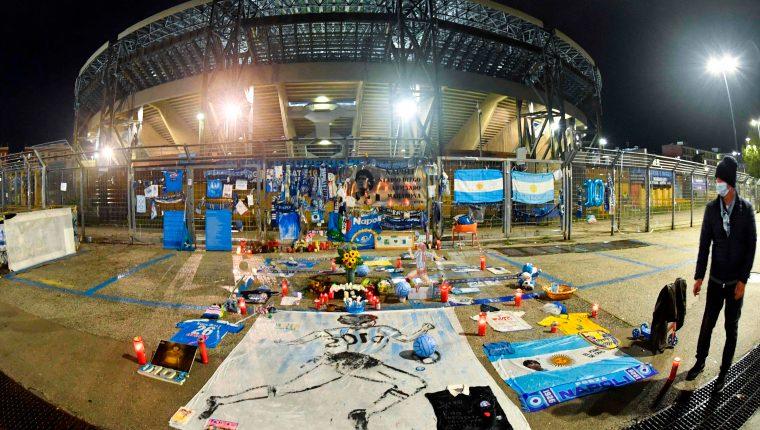 Este estadio se estrenó hoy con el nombre de la leyenda del Napoli, Diego Armando Maradona. Foto Prensa Libre: AFP.