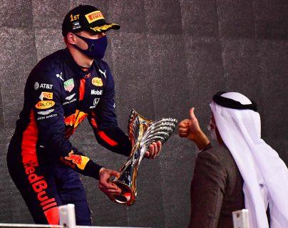 Verstappen vence en Abu Dabi por delante de los dos Mercedes