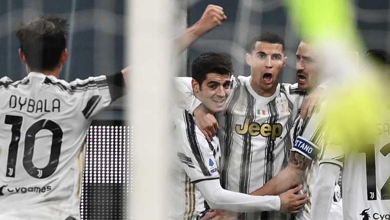 Cristiano Ronaldo anotó dos goles en su juego número 100 con la Juventus. (Foto Prensa Libre: AFP)