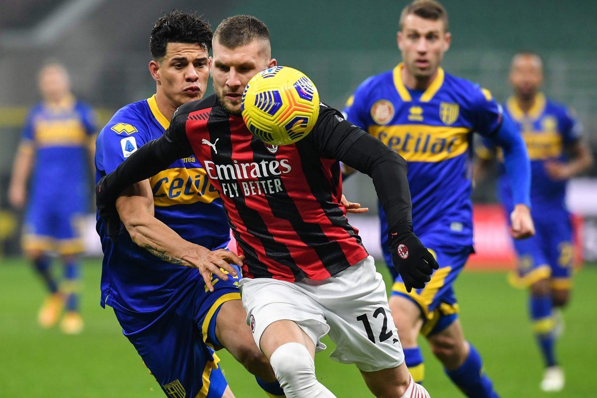 El líder AC Milan tropieza con un empate y sus perseguidores lo aprovechan