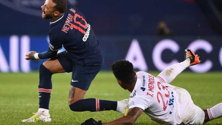 El regreso de Neymar Jr. a las canchas está contemplado para enero, esto luego de una lesión en el tobillo que lo dejó fuera. (Foto Prensa Libre: AFP)