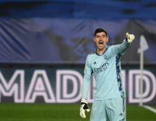 Thibaut Courtois se quejó de los dirigentes del fútbol español por hacerlos jugar en medio de un temporal nevado. (Foto Prensa Libre: AFP)