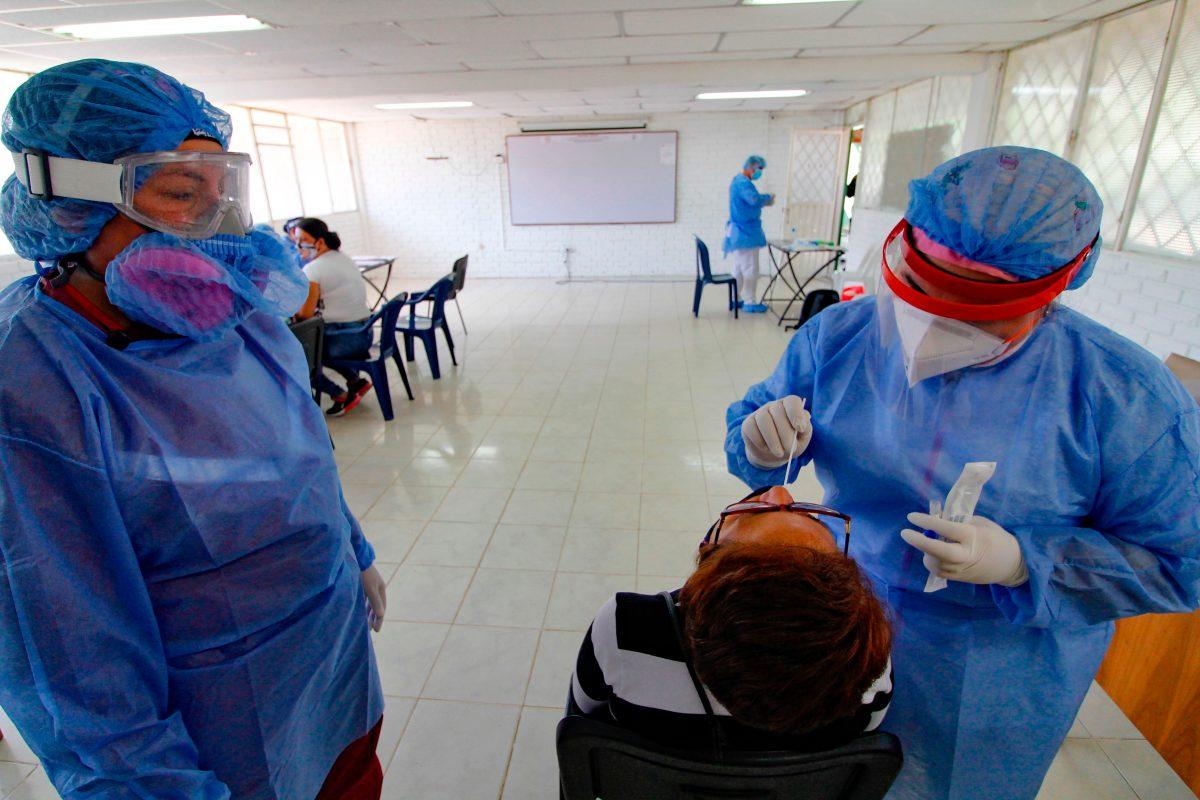 Una madre le oculta a su familia que tenía coronavirus, los contagia y todos mueren