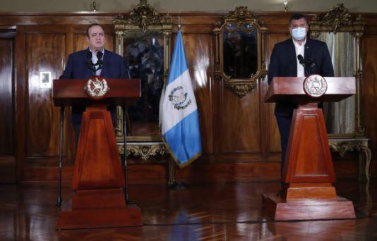 Guillermo Castillo publica polémico tuit dirigido a Giammattei y la lucha contra la desnutrición