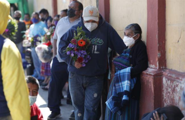 Guatemala supera los 4 mil decesos por el covid-19. (Foto Prensa Libre: Esbin García)