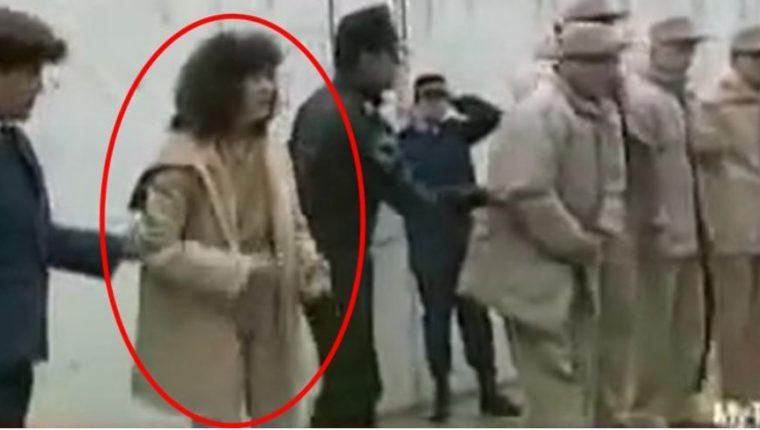 """La presencia de la mujer pasó casi desapercibida ante la espectacularidad por la detención del """"Chapo"""" (Foto Prensa Libre: Tomada de Infobae)"""