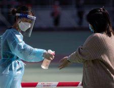 El mundo mantiene medidas de prevención mientras llega la vacuna contra el coronavirus. (Foto Prensa Libre: EFE)