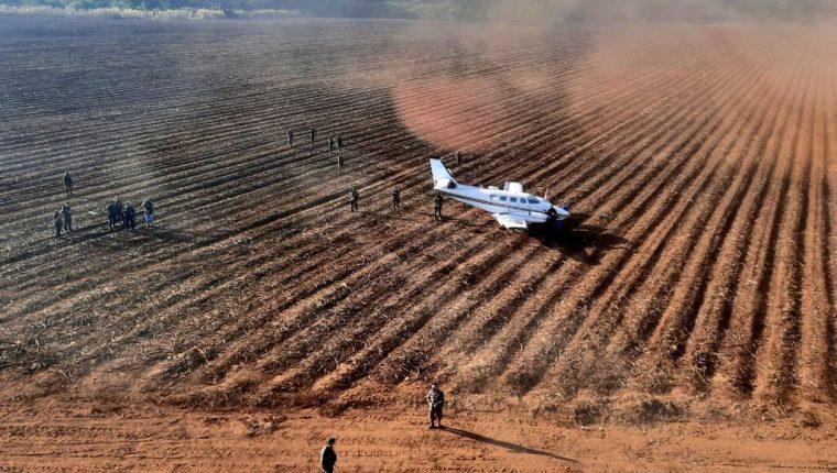 La avioneta cayó alrededor de las 4 horas de la madrugada, según el reporte de las autoridades. (Foto Prensa Libre: Ejército de Guatemala)