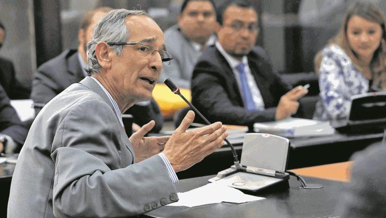 Expresidente Álvaro Colom padece cáncer, según su abogado