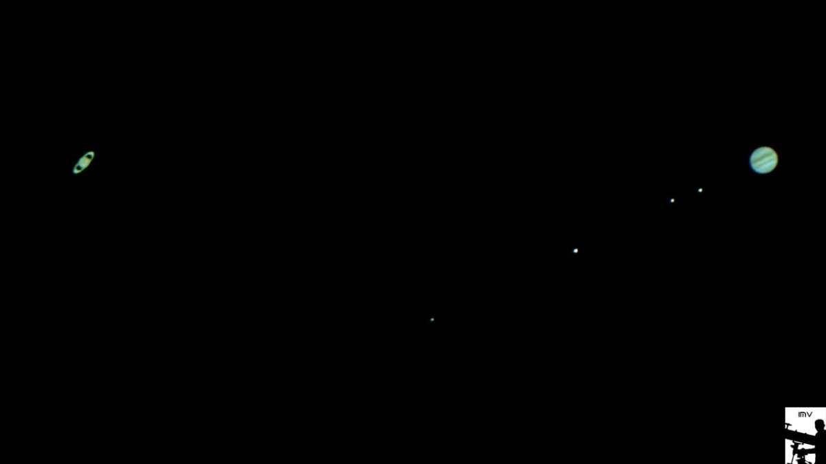 Guatemaltecos observan la conjunción de planetas entre Júpiter y Saturno