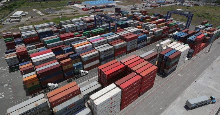 Contenedores varados, vacíos y escasos: La nueva realidad que trajo la pandemia a los exportadores