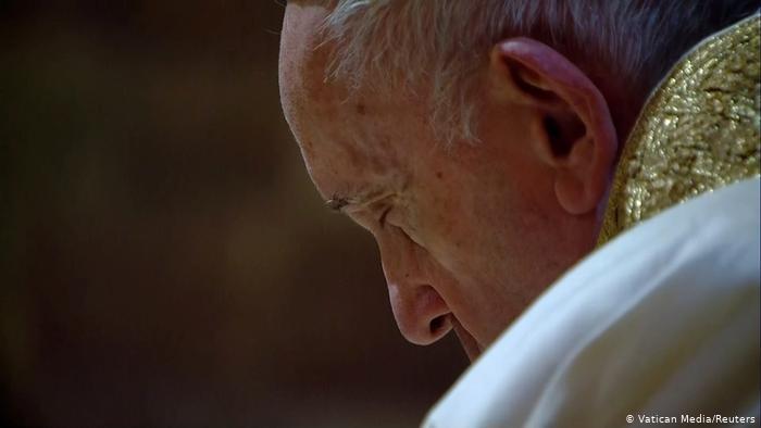 El papa no presidirá la misa de fin de año por dolor ciático
