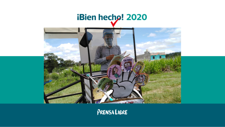 """Gerardo Ixcoy, conocido como el """"Profe Lalito"""", acondicionó una bicicleta para llevar educación de casa en casa a sus alumnos durante la pandemia, en Santa Cruz del Quiché. (Foto Prensa Libre: Héctor Cordero)"""