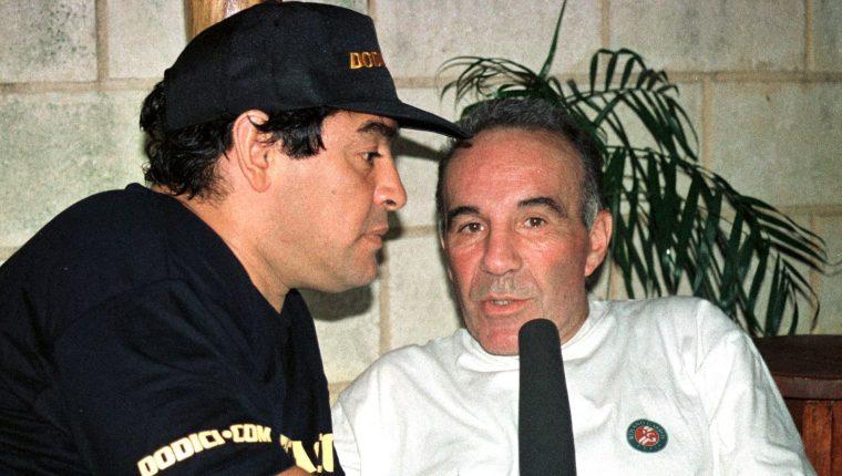 Alfredo Cahe, exmédico de Diego Maradona, con el astro argentino. Twitter