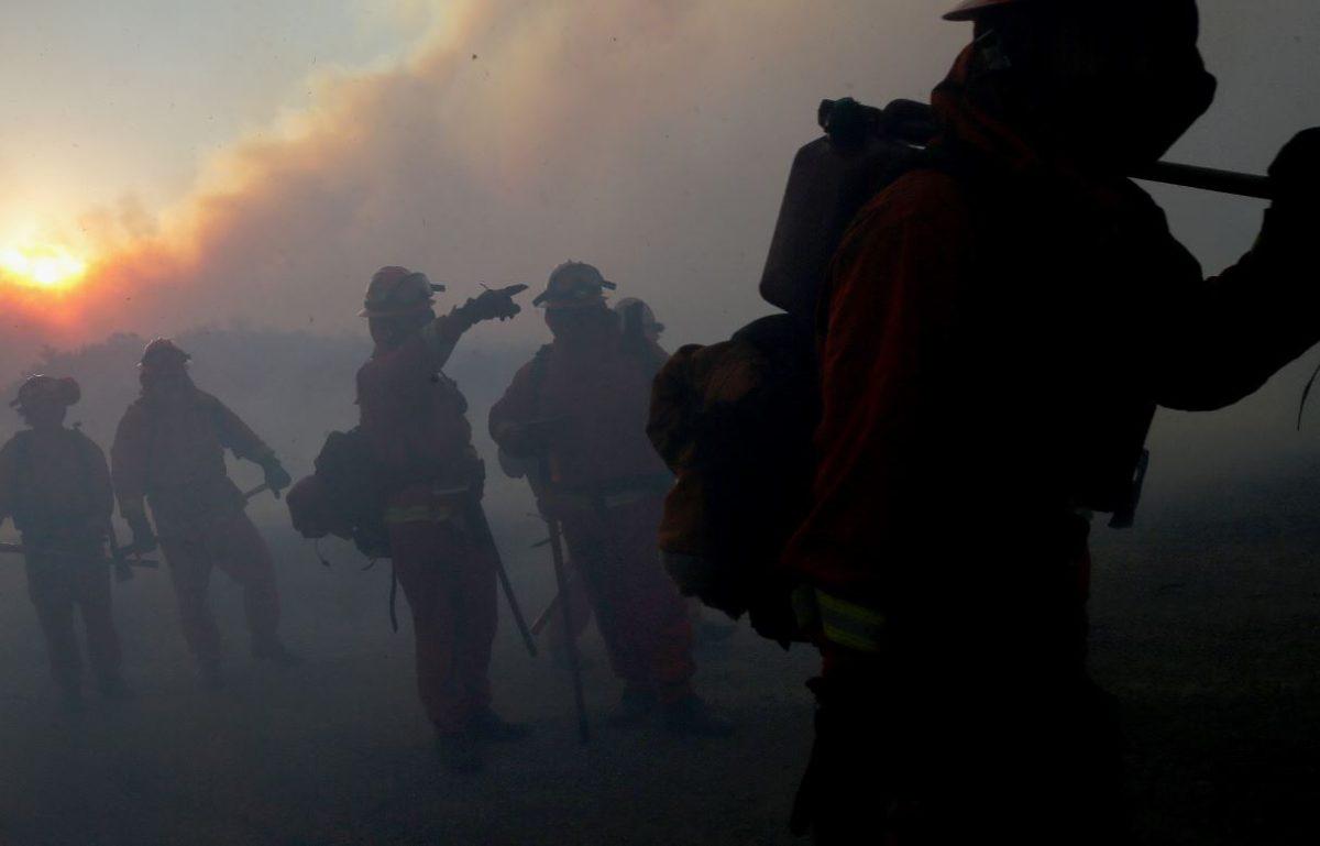 Fotogalería: un incendio al sur de Los Ángeles obliga a evacuar a miles de personas