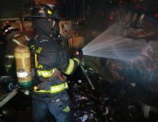 Incendio que destruyó local de la Olla Comunitaria. (Foto Prensa Libre: BV)