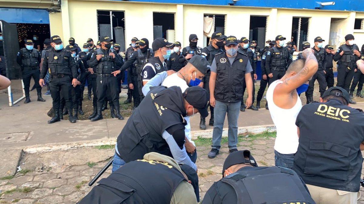 Hallan listados de víctimas de extorsión durante requisa en El Infiernito