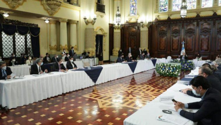 El gobierno instaló a finales de noviembre una mesa para discutir el presupuesto del 2021. (Foto, Prensa Libre: Hemeroteca PL).