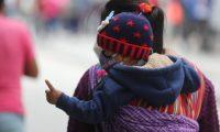 Frente fr'o afecta la ciudad de Guatemala varias personas abrigadas para evitar el fr'o y no enfermarse con estos cambios de clima.    Fotograf'a. Erick Avila:               04/11/2020
