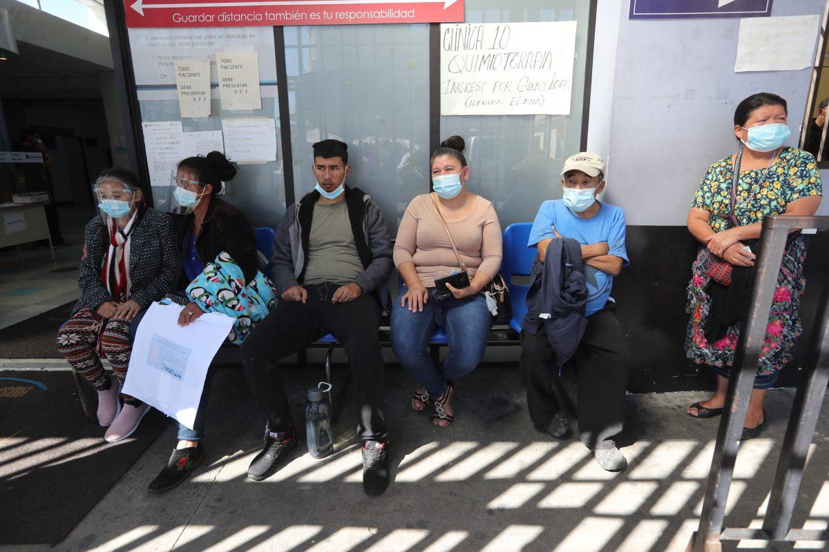 """""""Es el reflejo de la burocracia"""": La demanda del sector privado a que Guatemala agilice la vacuna contra el covid-19"""