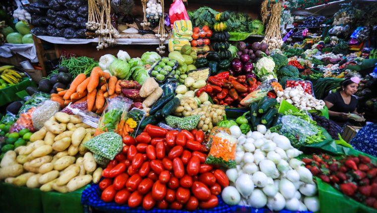 Algunos productos agrícolas registraron alzas en enero como un rezago de los efectos causados por las tormentas Eta e Iota en noviembre pasado y que incidió en la inflación, según las autoridades del Banguat. (Foto Prensa Libre: Hemeroteca)