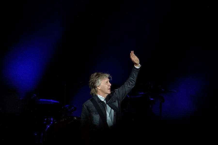 Paul McCartney afirma que se vacunará contra el coronavirus, anima a los británicos a hacerlo y publica nuevo álbum