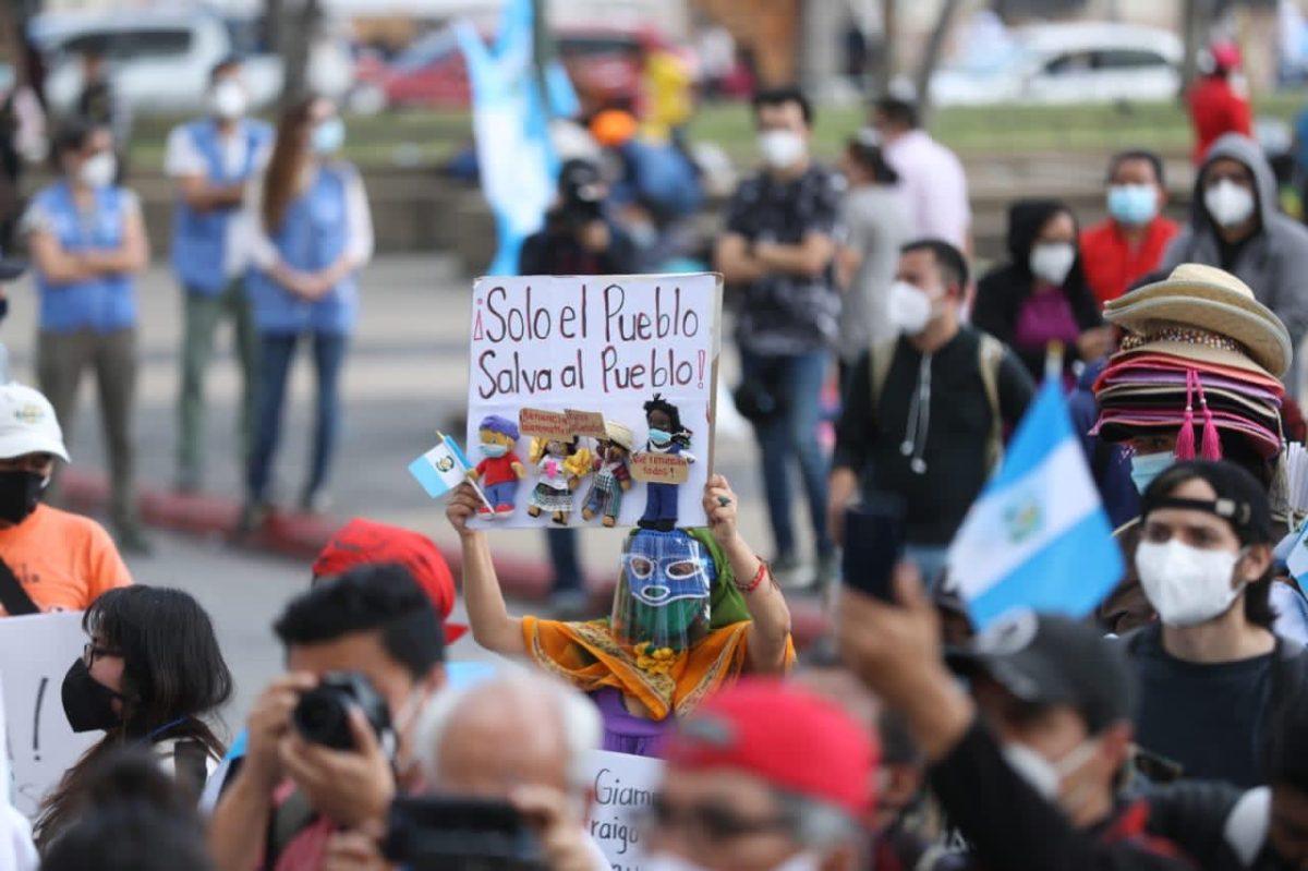 #5D | Estudiantes y grupos indígenas acuden de nuevo a manifestar a la Plaza de la Constitución