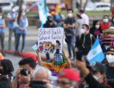 Guatemaltecos muestran su rechazo a funcionarios de los organismos de Estado y sus acciones. (Foto Prensa Libre: Fernando Cabrera)