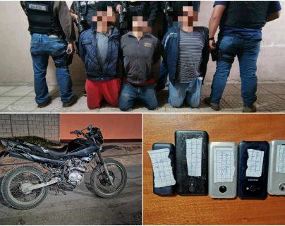 Los tres hombres detenidos en Xela son sindicados de haber secuestrado a una persona. (Foto Prensa Libre: PNC)