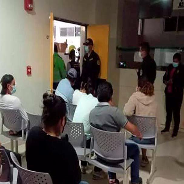 Sorprenden a 18 trabajadores de hospital celebrando la despedida de Fin de Año