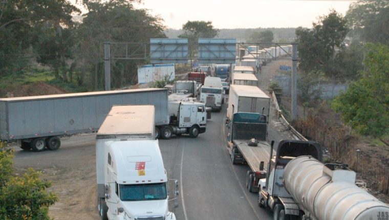 Transporte pesado tendrá limitaciones para circular por fiestas de fin de año. (Foto Prensa Libre: Hemeroteca PL)