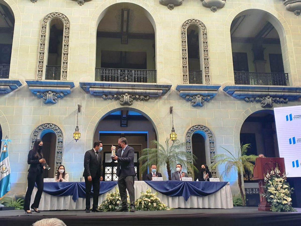 Claro recibe reconocimiento por apoyo a la población guatemalteca