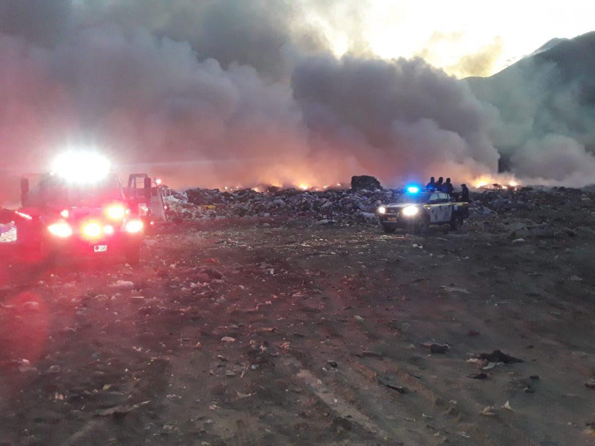 Se registra incendio en el vertedero de Villa Nueva