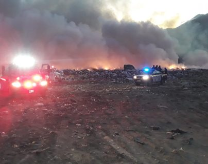 Los bomberos reportan que las llamas se están expandiendo. Foto Prensa Libre: Cortesia.