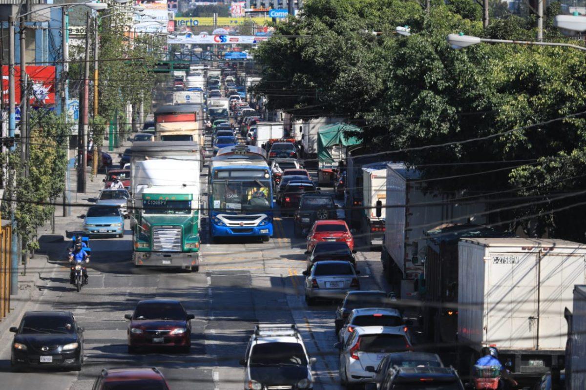 Municipalidades de Mixco y Guatemala esperan días de intenso tránsito previo a la Navidad