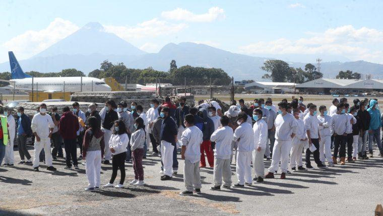Durante el 2020, el país recibió a 43 mil 958 guatemaltecos deportados que habían migrado hacia Estados Unidos. (Foto Prensa Libre: Erick Ávila)