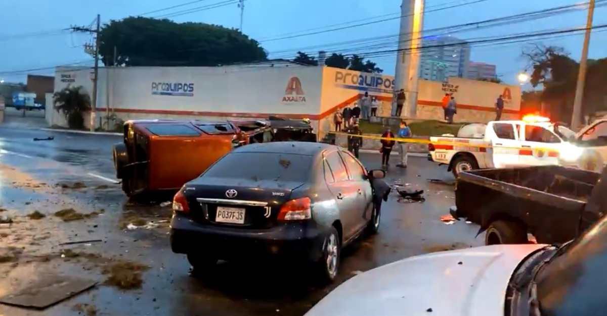 Año Nuevo: Múltiple colisión en el Periférico deja un fallecido y un vehículo incendiado
