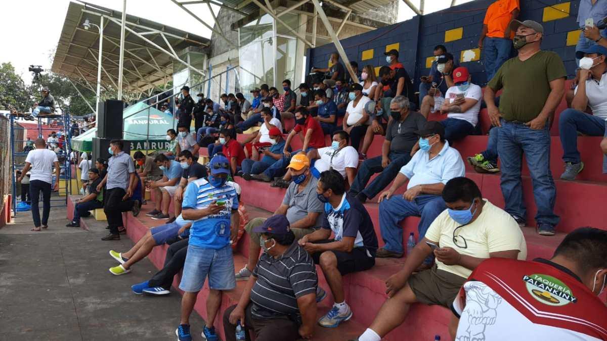 Así fue el regreso de afición a los estadios de Guatemala (qué protocolos se tomaron en cuenta)