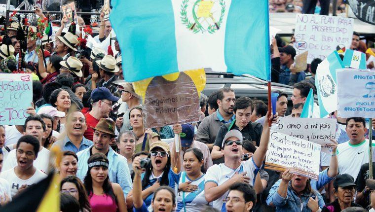 Ciudadanos han manifestado en varias oportunidades para rechazar la corrupción. (Foto Prensa Libre: Hemeroteca PL)