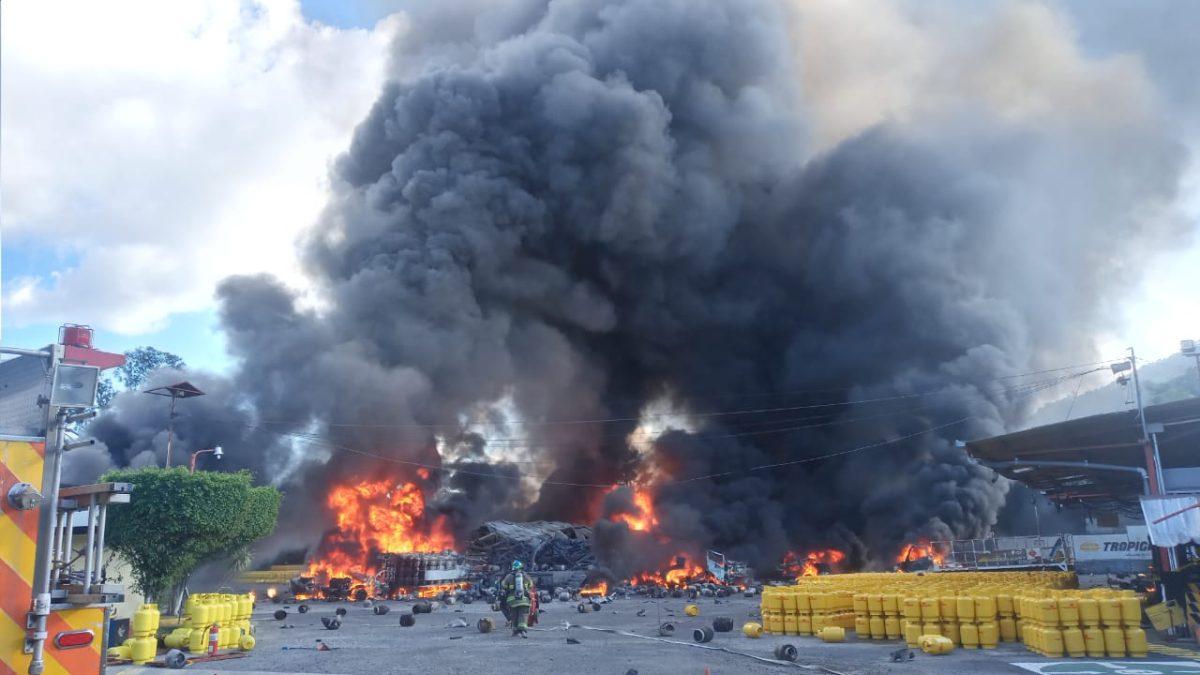 Las impresionantes imágenes del incendio de una planta de gas en El Salvador