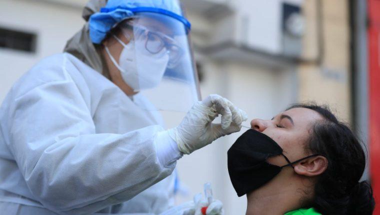 El personal médico ha trabajado horas extras durante la pandemia, sin ellos, sería imposible la salud de los guatemaltecos. (Foto Prensa Libre: Hemeroteca PL)