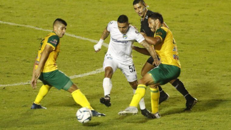 Comunicaciones cedió un empate sin goles ante Guastatoya y con esto perdió toda posibilidad matemática de alcanzar el liderato. (Foto Prensa Libre: Esbin García)