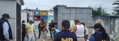 Fiscales hacen exhumaciones en busca de evidencias en el Caso Siekavizza. (Foto Prensa Libre: MP)