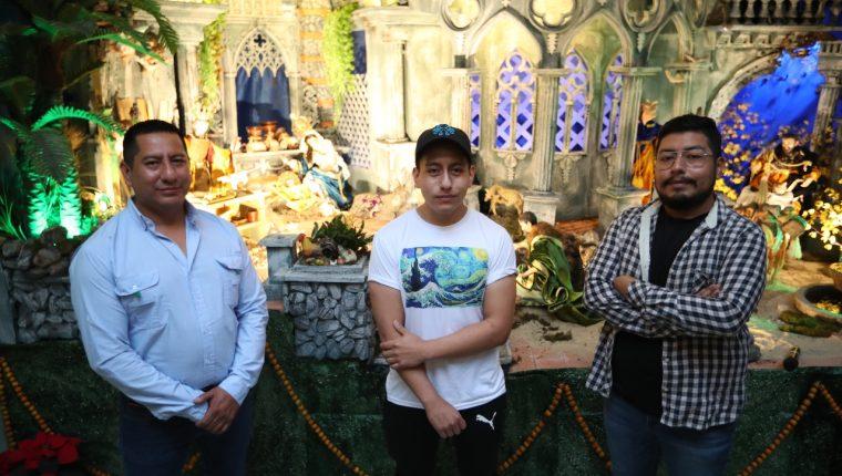De izquierda a derecha se encuentra Walter Sicajá, Daniel Flores y Marlon Sicajá. (Foto Prensa Libre: Carlos Hernández)